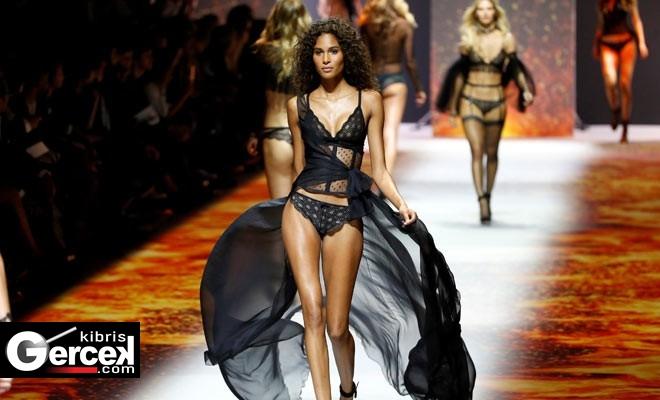 Paris Moda Haftası'na, Etam Markasının İç Çamaşırlarının Sergilendiği Defile Damgasını Vurdu…