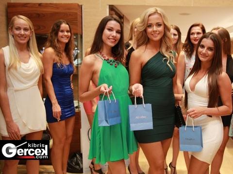 """""""International Top Model of Cyprus Yarışması""""nın Sponsorlarından Altınbaş Kuyumculuk, Finalistlerin Yüzünü Güldürdü."""