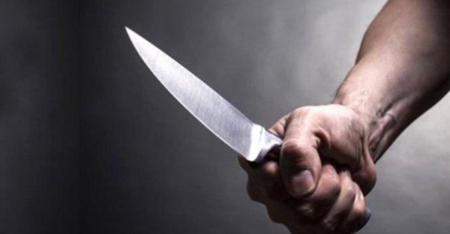 Ev arkadaşını sırtından bıçakladı