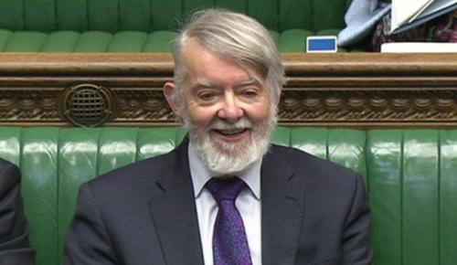 İngiliz Milletvekili Paul Halkı Parlamentoda Hint Keneviri İçmeye Çağırdı