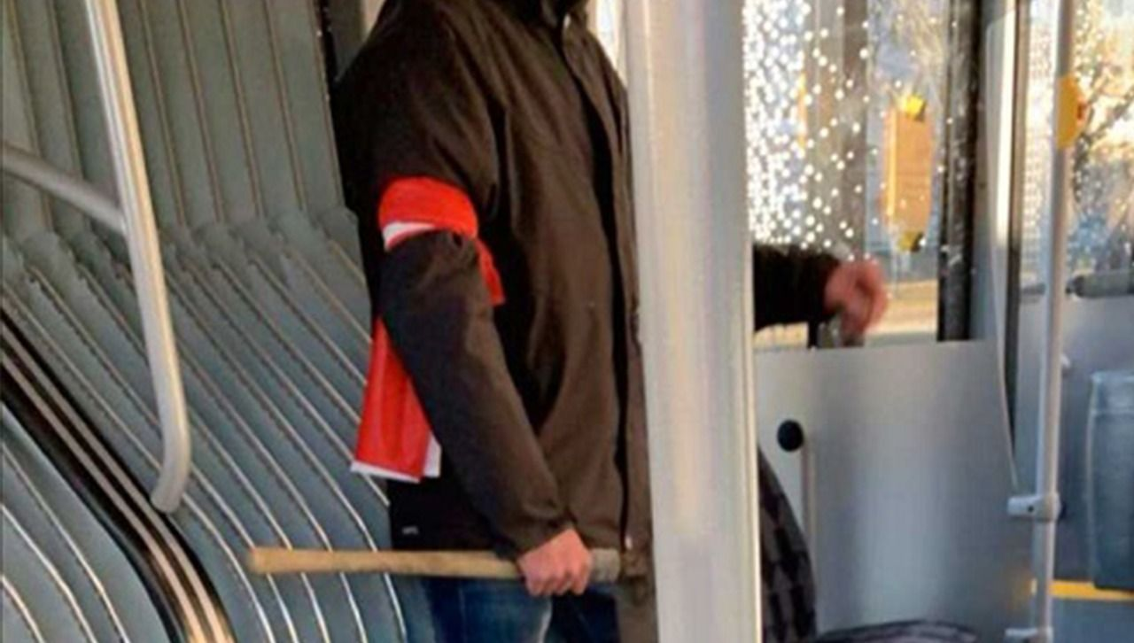 """İsveç'te Müslümanlara Baltalı Tehdit: """"İslamcılar Nerede? Hepinizi Öldüreceğim"""""""