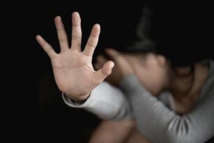 Mağusa'da 45 Yaşındaki M.B. Anıt Parkı İçerisinde Kızlara Bakarak Mastürbasyon Yaptı, Tutuklandı