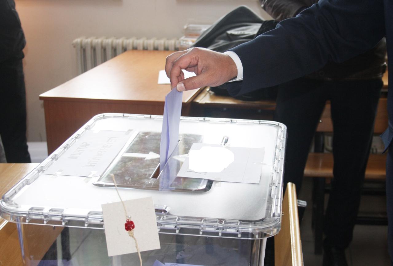 Hükümet Ortakları Erken Seçim İçin 3 Nisan 2022'yi, Üç Muhalefet Partisi İse 29 Ağustos 2021'de Erken Seçim Önerisi Hazırlıyor