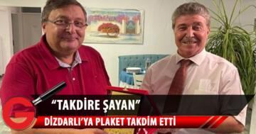 Sağlık Bakanı Ünal Üstel, Dr. Bülent Dizdarlı ve ekibine teşekkürlerini sunarak plaket takdim etti